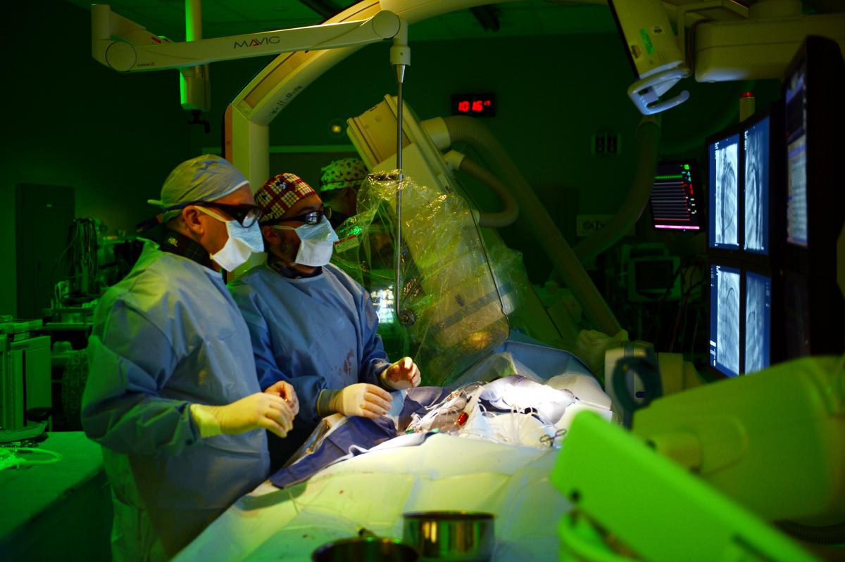 surgeons in hybrid OR